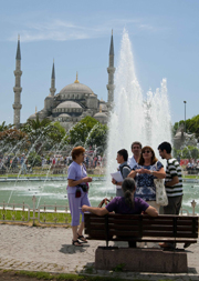 Turkey-Blue-Mosque-with-Tourists